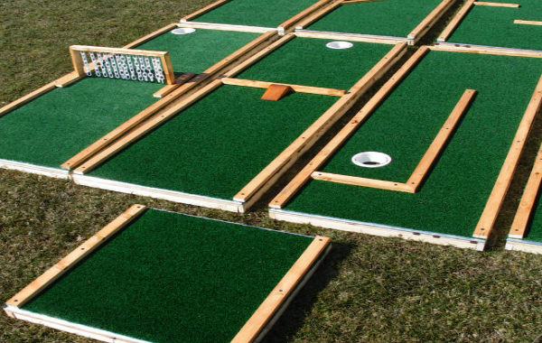 Miniature Golf Basic or Deluxe