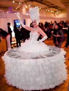 Strolling Table: White Queen with Ruffles